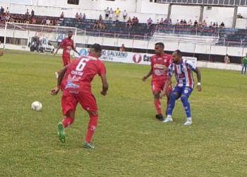 Sergipe tropeça jogando em seus domínios e Itabaiana vence com um gol nos acréscimos