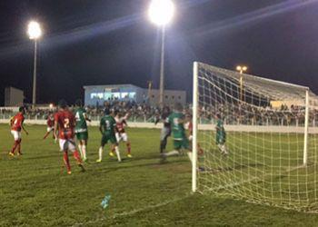 Dois torcedores pagam ingresso para assistir partida pela �ltima rodada do Hexagonal