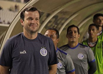 Confiança dispensa técnico após sofrer quinto empate no Campeonato Brasileiro da Série B
