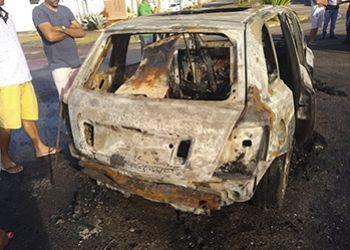 Carro roubado na cidade de Campo do Brito é encontrado queimado em Itabaiana