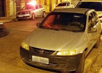 Carro de Passeio com restrições de roubo é localizado no Centro da cidade de São Domingos