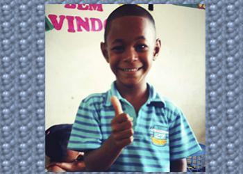 Criança de 08 anos desaparece de casa e família pede ajuda da população para encontra-lo