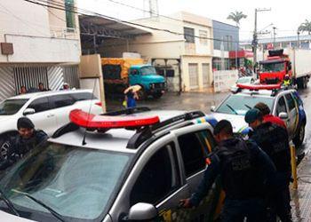 Cabo eleitoral do Presidente da Alese promove cenas deprimentes em frente a repartição pública do município de Itabaiana