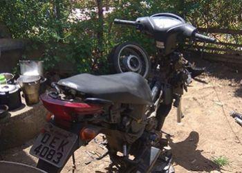 PM identifica local de desmanche de ve�culo de duas rodas e recupera motocicleta com restri��o de roubo