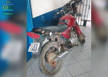Homem é flagrado em posse de motocicleta com restrições de roubo em povoado de Macambira