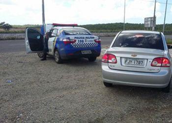 Carro roubado na cidade de Areia Branca é recuperado durante blitz