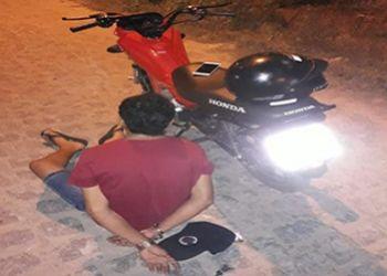 Equipe For�a T�tica do 3.� BPM flagra jovem na posse de aparelho de telefone celular com restri��es de roubo