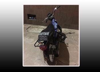 Ciclomotor com restri��o de furto � recuperado pela Pol�cia Militar na periferia da cidade de Itabaiana
