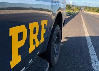 Caminhão com sinais identificadores adulterados é apreendido pela PRF na BR-235