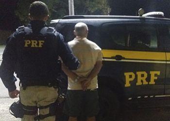 Motorista com mandado de pris�o em aberto � detido em Itabaiana pela PRF