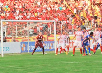 Goleiro e mais 4 jogadores, que fizeram parte do elenco campeão estadual de 2018, renovam com o Sergipe