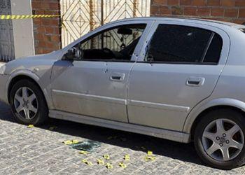 Homem � executado a tiros dentro de carro em frente a pr�pria resid�ncia em Itabaiana