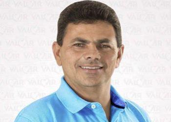 Prefeito Valmir de Francisquinho recebe Prêmio Prefeito Amigo da Criança