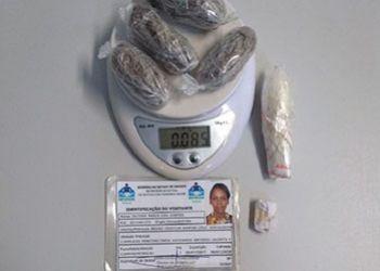 Mulher é flagrada tentando entrar com droga em unidade prisional