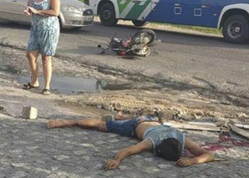 Mercedinha com placas de S�o Domingos colide com motocicleta em Rodovia Estadual no munic�pio de Lagarto e resulta em uma pessoa morta