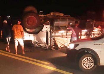 Colis�o frontal entre caminh�o e autom�vel deixa uma pessoa morta na BR-235