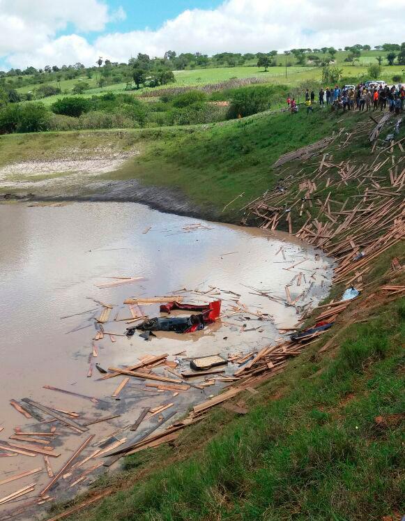 Acidente Caminhão Motorista Ribeirópolis Sergipe