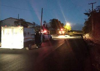 Colisão frontal entre motocicleta e carro de passeio deixa uma pessoa morta e outra ferida