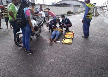 Condutora de motocicleta fica lesionada ao se envolver em acidente com outra motocicleta