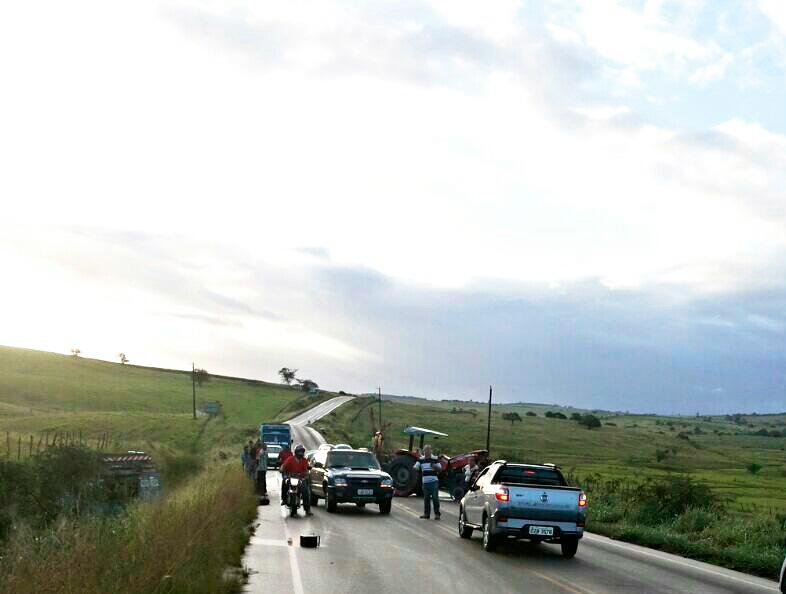 acidente caminhão boiadeiro trator Ribeirópolis Sergipe