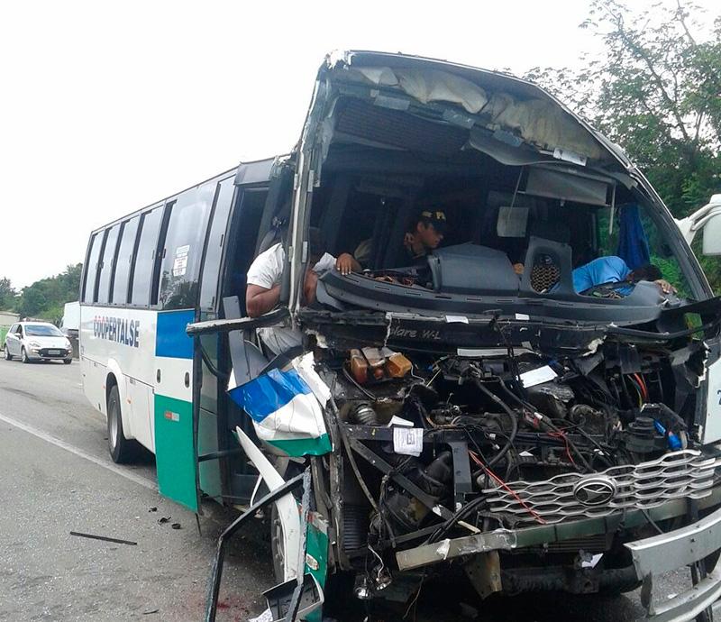 acidente BR-101 Micro ônibus Nossa Senhora do Socorro Sergipe