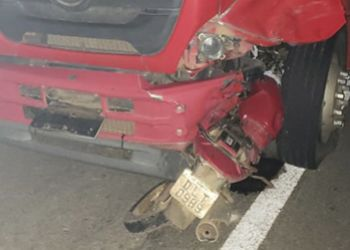 Homem morre ao colidir com a motocicleta num caminhão na BR-235 no momento em que retornava do enterro de um tio