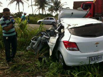 Ap�s deixar festa em Lagarto (SE), motorista morre em rodovia federal ao colidir autom�vel com carreta