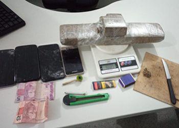 Irmãos são presos e uma adolescente é apreendida por envolvimento com o tráfico de drogas em Itabaiana