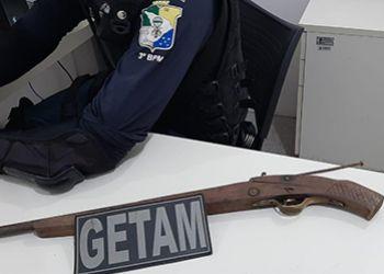 Policia Militar apreende arma de fogo no interior de residência em Itabaiana
