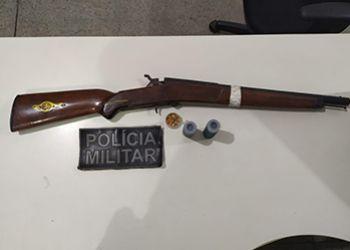 Polícia Militar efetua prisão por posse ilegal de arma de fogo em São Domingos