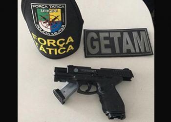 Indivíduo é preso pela PM quando tentava praticar assalto em posse de simulacro de arma de fogo