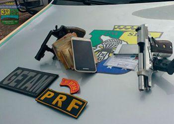 Suspeitos pelo delito de assalto em Aracaju são presos na BR-235 quando empreendiam fuga para Itabaiana
