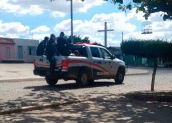 PM prende 04 infratores, sendo dois fugitivos do sistema prisional e recupera duas motocicletas com restri��es