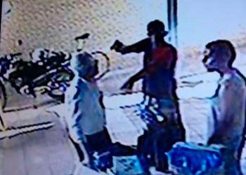 Ex-coordenador da Defesa Civil municipal de Aracaju � alvejado a tiros ao reagir a a��o de delinquente