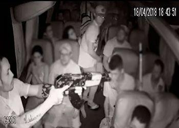 Grupo formado por cinco delinquentes assalta passageiros de micro-�nibus na Regi�o Metropolitana de Aracaju