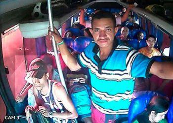 Suspeito realizar assalto a transporte p�blico de passageiros � preso e comparsa � procurado pela pol�cia