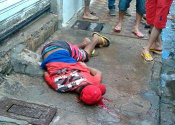 Jovem � assassinado em via p�blica ap�s ser perseguido a p� por desafeto
