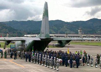 Corpos das vítimas do acidente aéreo com delegação da Chapecoense são recebidos na cidade de Chapecó