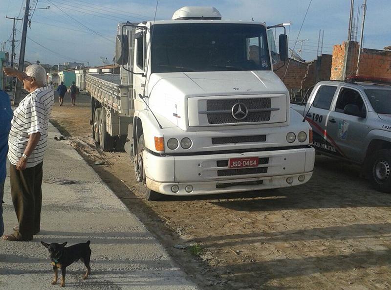caminhão Mercedes Benz abandonado Itabaiana Sergipe