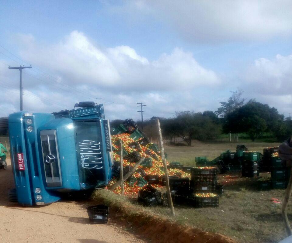 Acidente caminhão estrada vicinal Itabaiana Sergipe