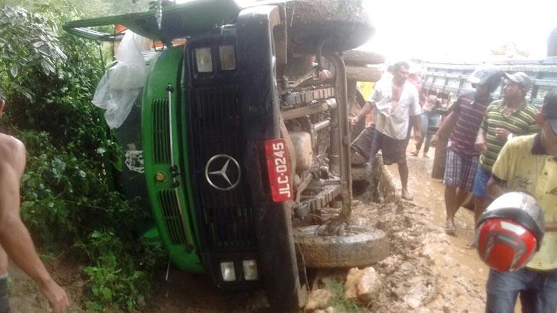caminhão feirantes capotamento Monte Alegre de Sergipe