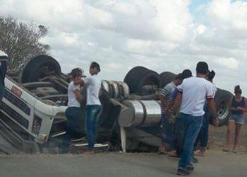 Motorista de ve�culo de carga morre em acidente na Rodovia Rota do Sert�o Sergipano