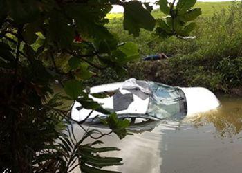 Motorista morre ap�s capotamento e autom�vel cair em Riacho �s margens da BR-235