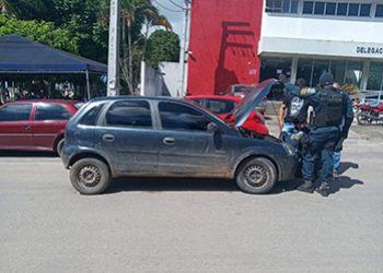 Policia Militar flagra na periferia da cidade de Itabaiana jovem com carro roubado e placa clonada