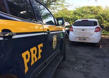 Motorista empreende fuga com carro roubado e se envolve em acidente em persegui��o com a PRF
