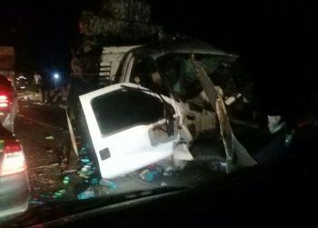 Colisão frontal na BR-235 deixa dois motoristas mortos