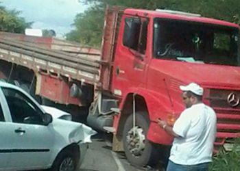 Quatro ve�culos se envolvem em acidente na Rodovia Jo�o Paulo II