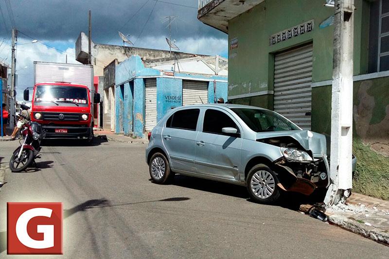 colisão motocicleta carro centro Itabaiana Sergipe