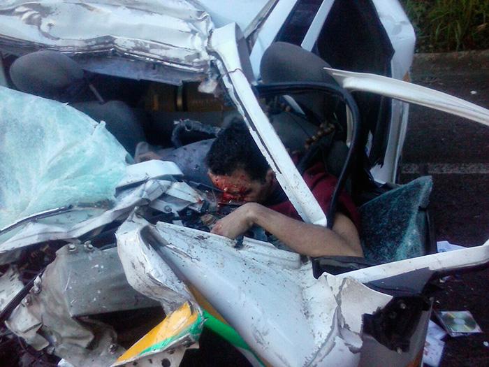 colisão taxi caminhão BR-235 Laranjeiras Sergipe