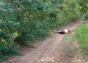 Populares encontram corpo com perfura��es de arma de fogo zona rural de Itabaiana